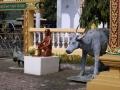 Памятник мальчику и быку